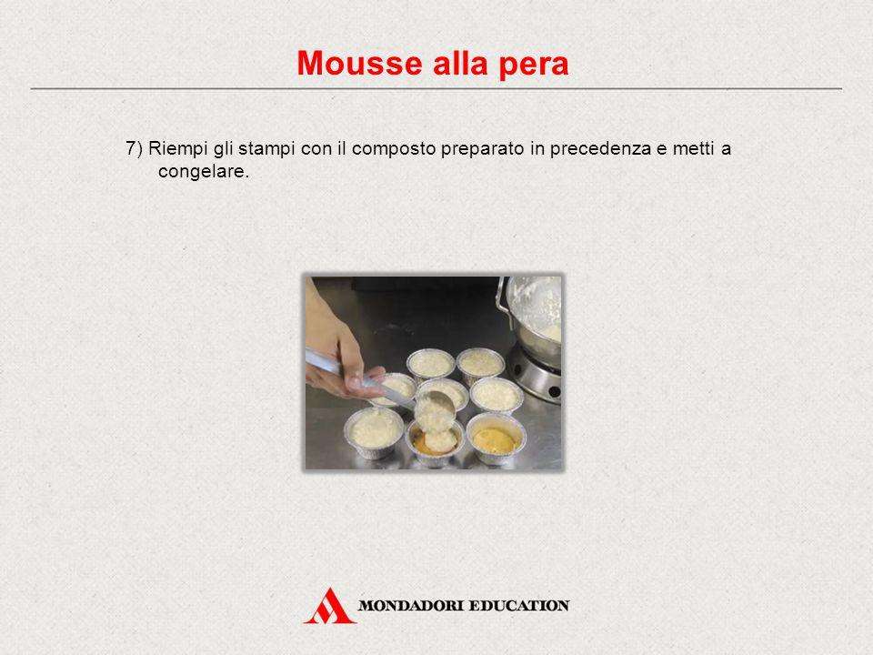 7) Riempi gli stampi con il composto preparato in precedenza e metti a congelare. Mousse alla pera