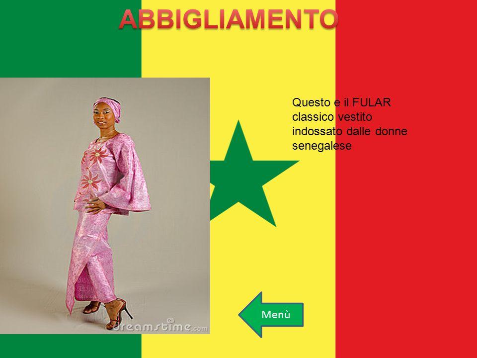 Questo e il FULAR classico vestito indossato dalle donne senegalese Menù