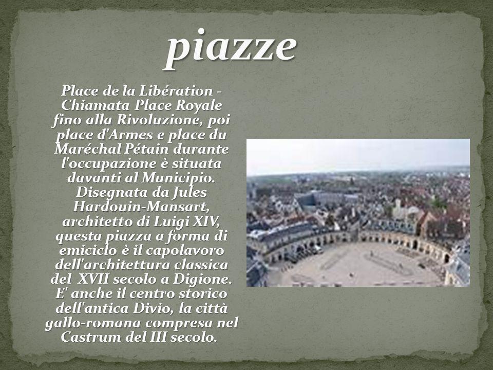 Place de la Libération - Chiamata Place Royale fino alla Rivoluzione, poi place d'Armes e place du Maréchal Pétain durante l'occupazione è situata dav