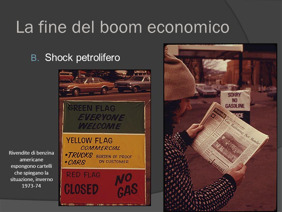 La fine del boom economico B. Shock petrolifero Rivendite di benzina americane espongono cartelli che spiegano la situazione, inverno 1973-74