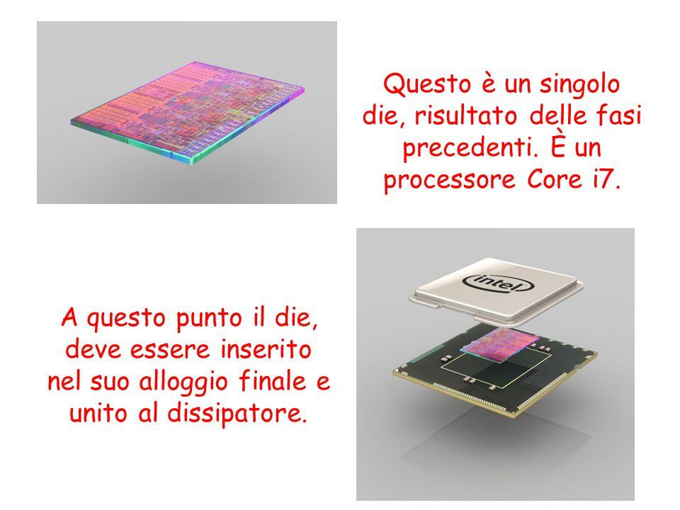 Questo è un singolo die, risultato delle fasi precedenti. È un processore Core i7. A questo punto il die, deve essere inserito nel suo alloggio finale