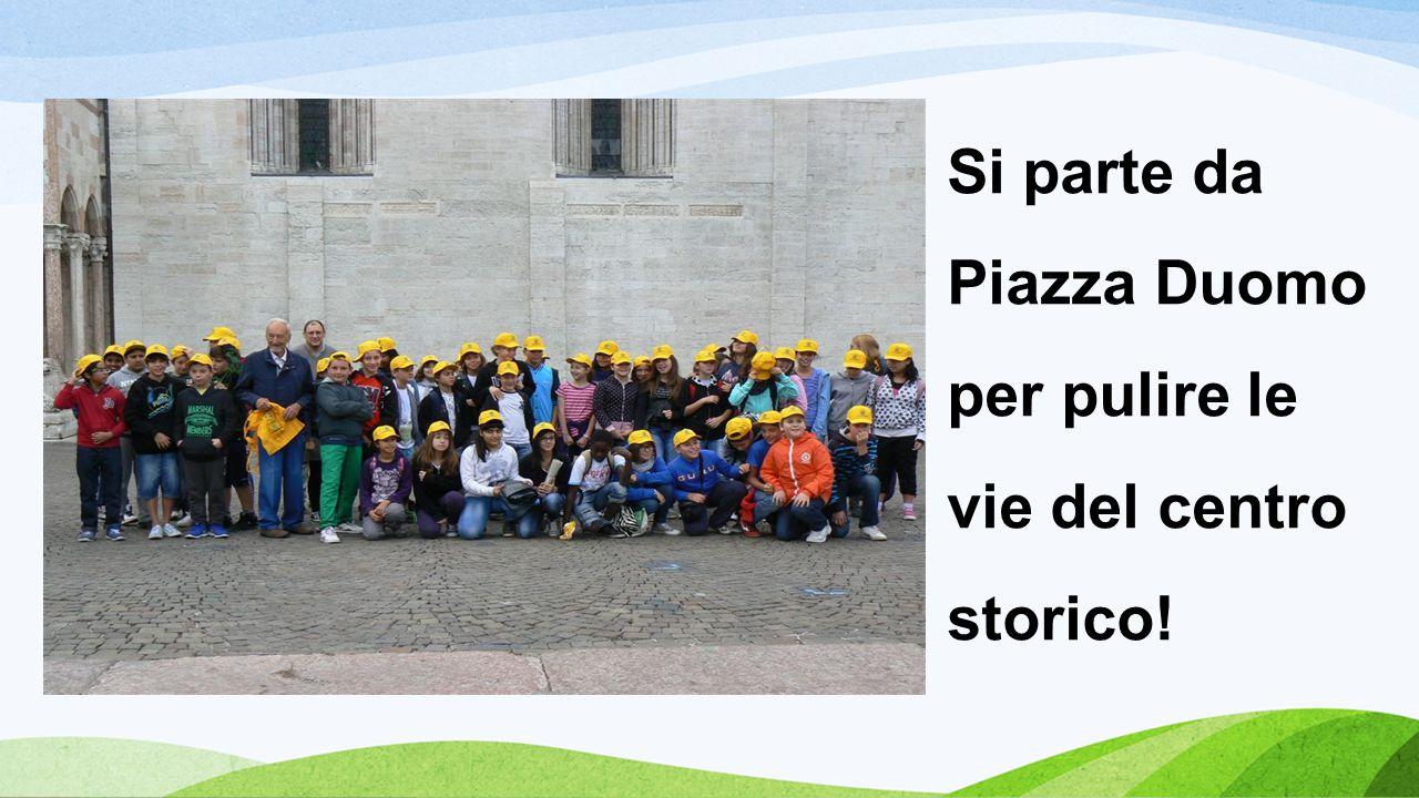 Si parte da Piazza Duomo per pulire le vie del centro storico!