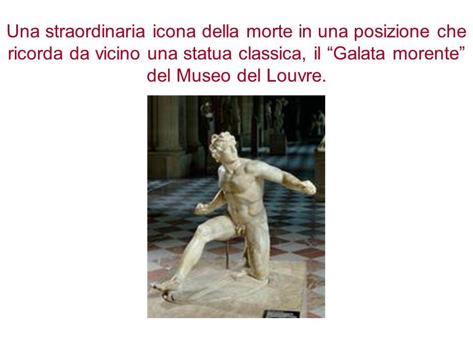 """Una straordinaria icona della morte in una posizione che ricorda da vicino una statua classica, il """"Galata morente"""" del Museo del Louvre."""