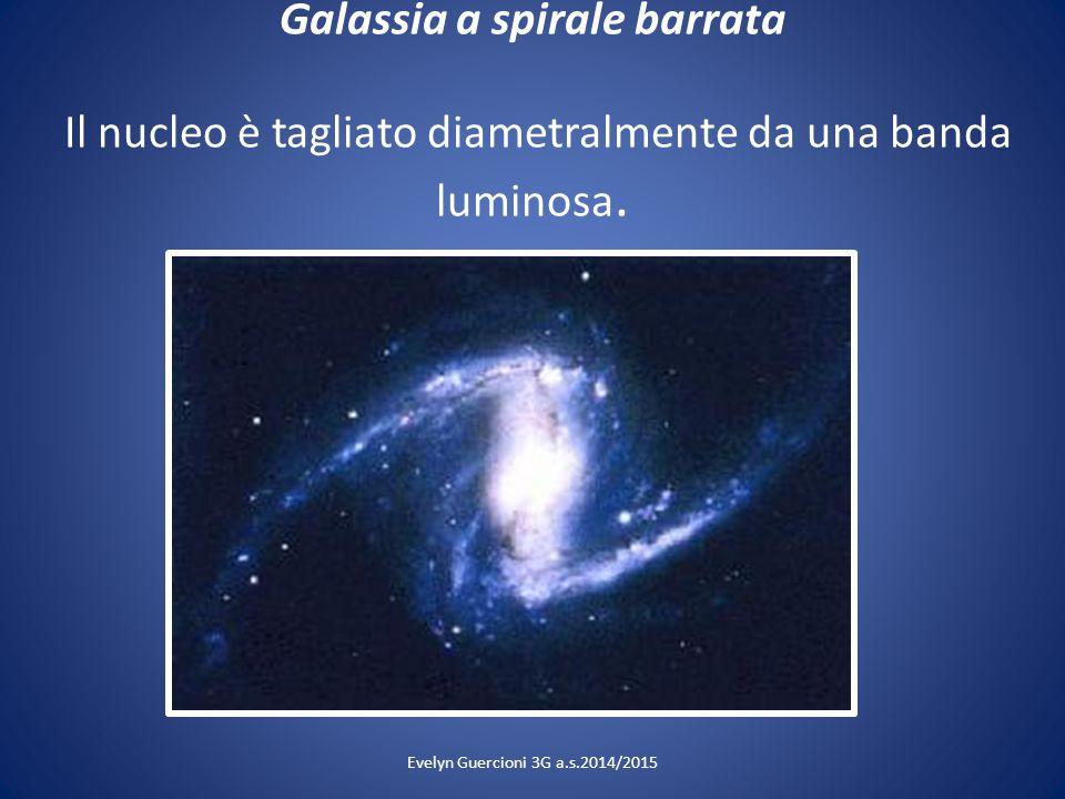 Galassia a spirale barrata Il nucleo è tagliato diametralmente da una banda luminosa. Evelyn Guercioni 3G a.s.2014/2015