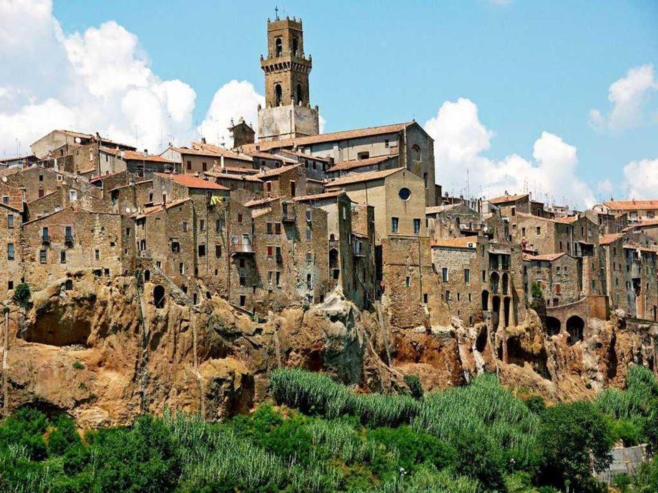 PITIGLIANO E' un comune della provincia di Grosseto situato su una montagna composta prevalentemente di tufo.