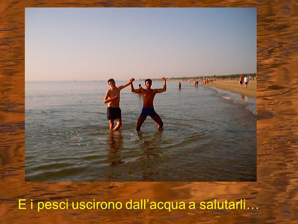 Bellezza sulla spiaggia Ma che, non ci starà mica provando il marpione?!