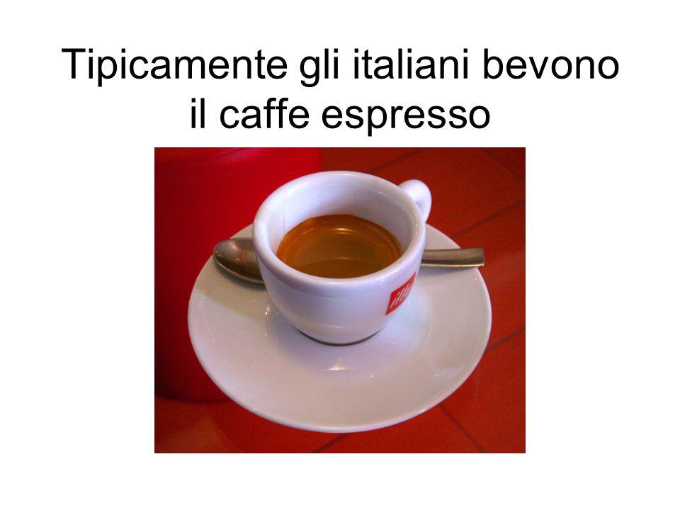Tipicamente gli italiani bevono il caffe espresso