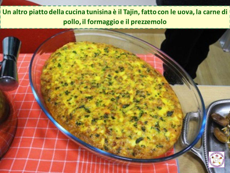 Un altro piatto della cucina tunisina è il Tajin, fatto con le uova, la carne di pollo, il formaggio e il prezzemolo