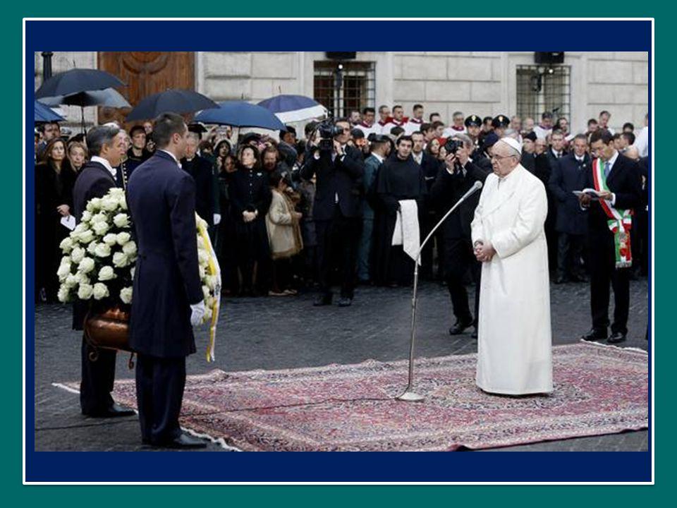 Papa Francesco Omaggio all'Immacolata in Piazza di Spagna a Roma nella Solennità dell'Immacolata 8 dicembre 2013 Papa Francesco Omaggio all'Immacolata in Piazza di Spagna a Roma nella Solennità dell'Immacolata 8 dicembre 2013