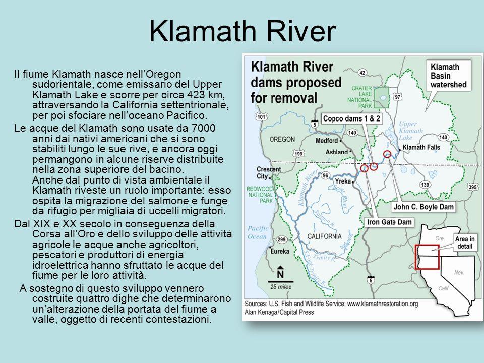 Klamath River Il fiume Klamath nasce nell'Oregon sudorientale, come emissario del Upper Klamath Lake e scorre per circa 423 km, attraversando la Calif