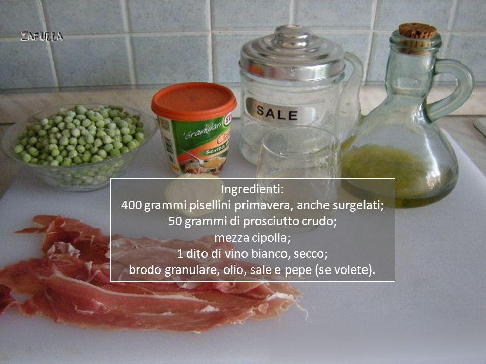 Aggiungiamo il prosciutto crudo tagliato a pezzettini e un dito di vino bianco secco;