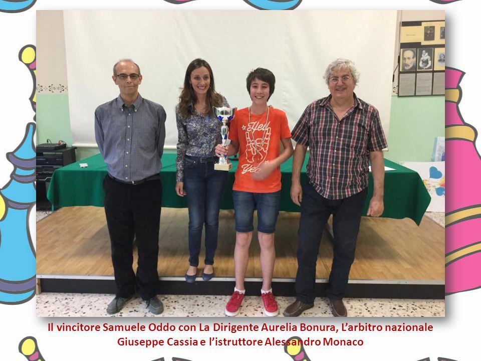 Il vincitore Samuele Oddo con La Dirigente Aurelia Bonura, L'arbitro nazionale Giuseppe Cassia e l'istruttore Alessandro Monaco