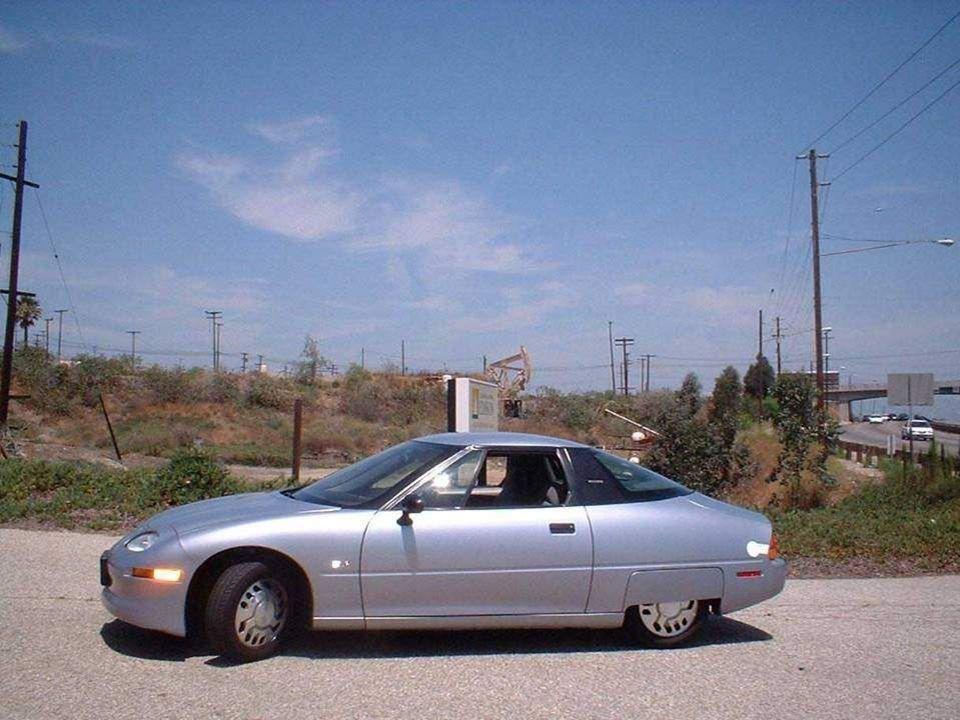 Nel 1996, le prime auto elettriche prodotte in serie, le EV1 (Electric V ehicle 1), furono fabbricate negli USA dalla General Motors e circolarono per le strade della California.
