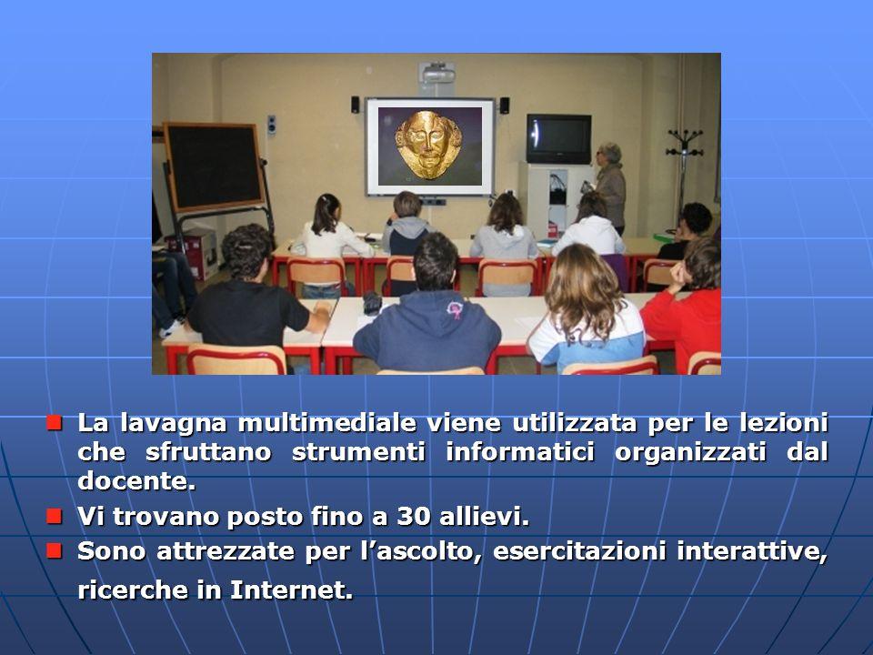 La lavagna multimediale viene utilizzata per le lezioni che sfruttano strumenti informatici organizzati dal docente.