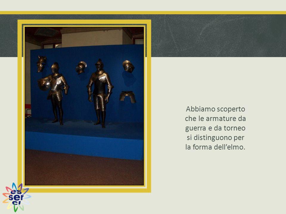 Abbiamo scoperto che le armature da guerra e da torneo si distinguono per la forma dell'elmo.