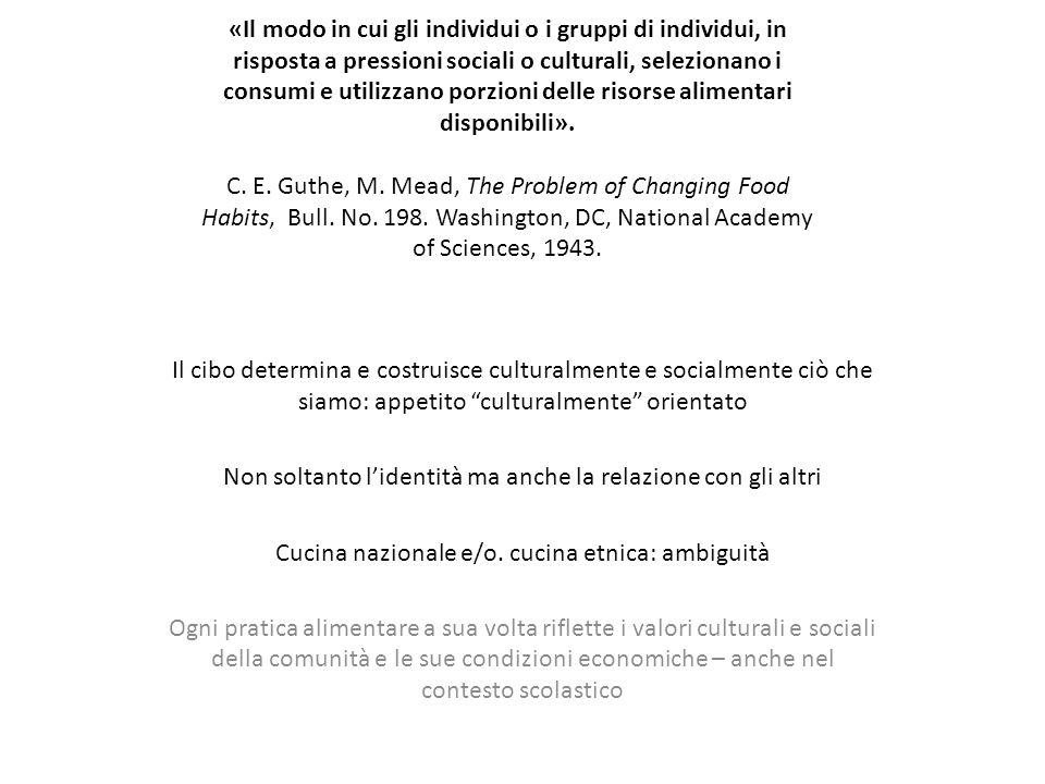 Stando a Margaret Mead, le pratiche alimentari devono essere definite come: «Il modo in cui gli individui o i gruppi di individui, in risposta a pressioni sociali o culturali, selezionano i consumi e utilizzano porzioni delle risorse alimentari disponibili».