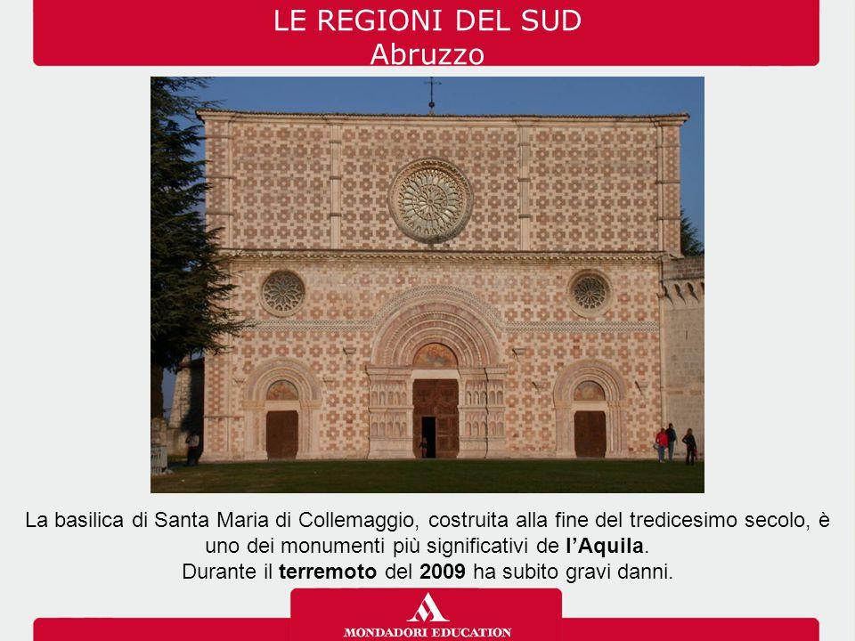 Lo Stretto di Messina separa la Calabria dalla Sicilia e il Mar Tirreno dal Mar Ionio; è ampio da 3 a 17 chilometri.