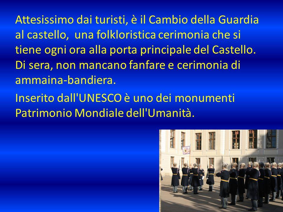 Attesissimo dai turisti, è il Cambio della Guardia al castello, una folkloristica cerimonia che si tiene ogni ora alla porta principale del Castello.