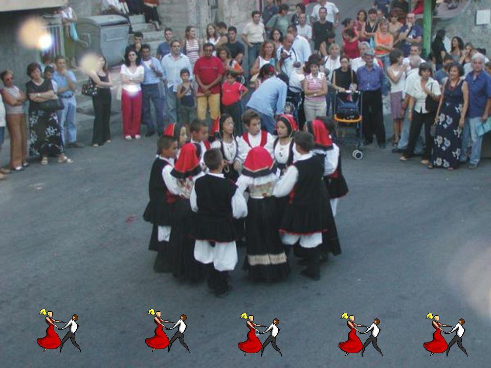 I balli sardi, di origine antichissima, possono essere distinti in due gruppi: rituali e di corteggiamento. I balli rituali, che mantennero il loro va
