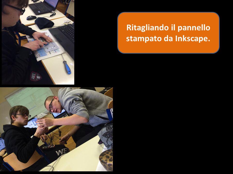 Ritagliando il pannello stampato da Inkscape.