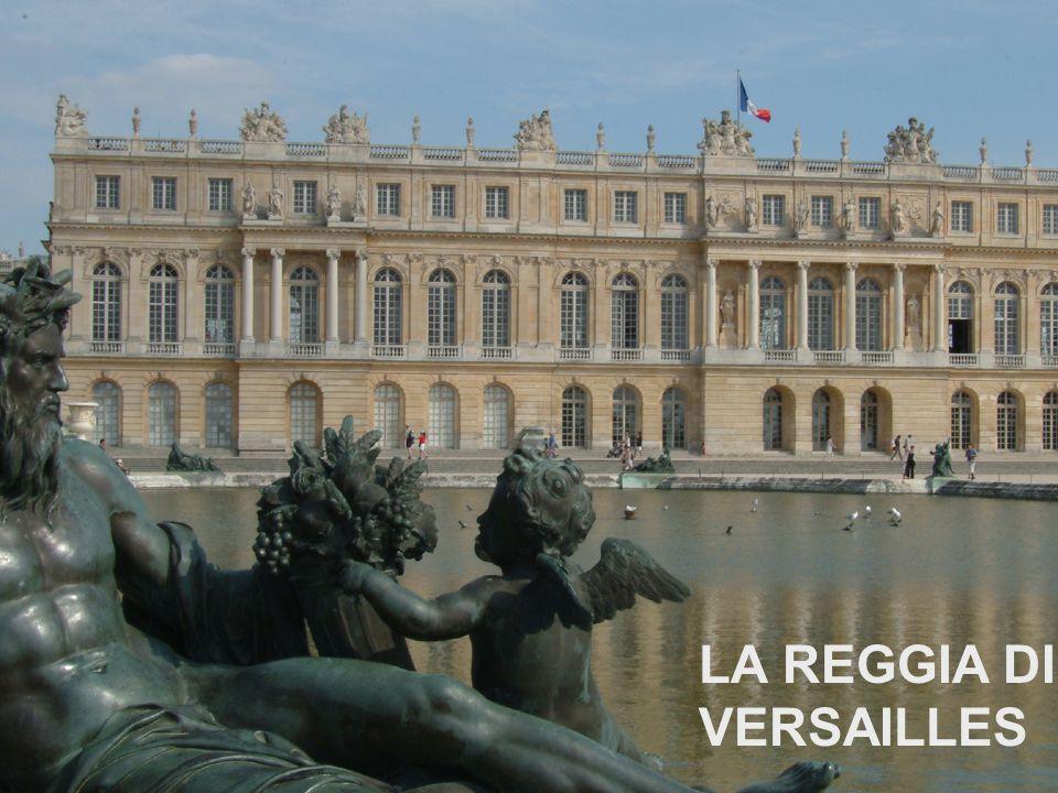 A Versailles, vicino a Parigi, si trova il Palazzo Reale voluto da Luigi XIV, il Re Sole.