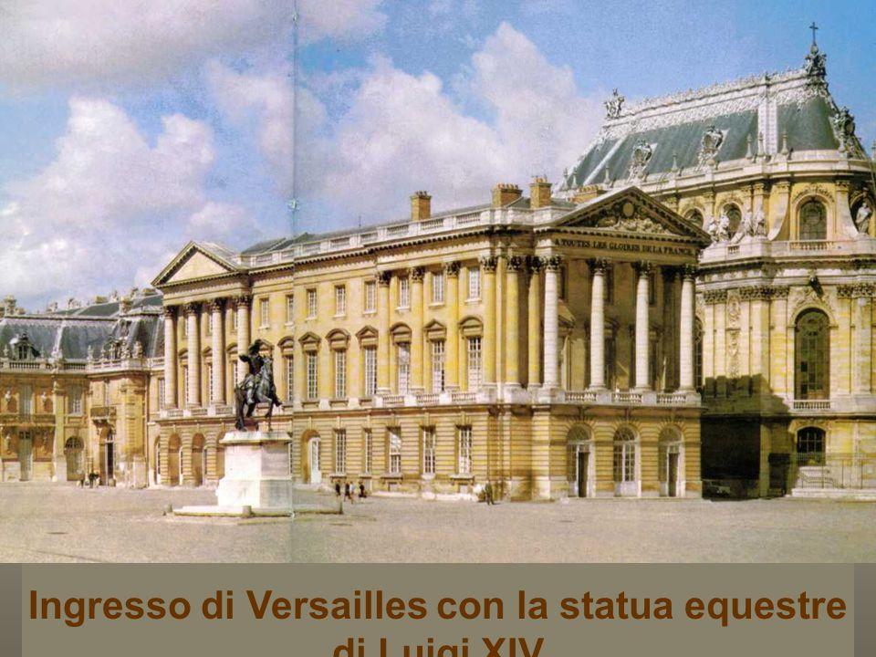 2153 finestre 700 stanze 6000 dipinti 2100 sculture 5000 pezzi di mobilio e oggetti d'arte