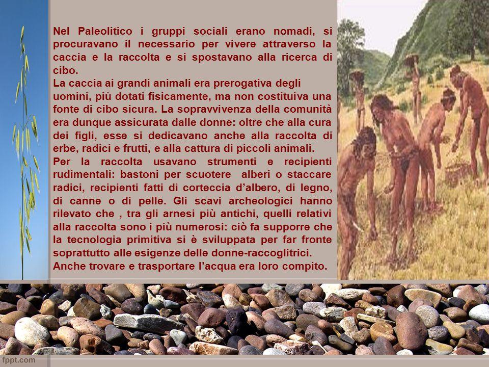 Nel Paleolitico i gruppi sociali erano nomadi, si procuravano il necessario per vivere attraverso la caccia e la raccolta e si spostavano alla ricerca di cibo.