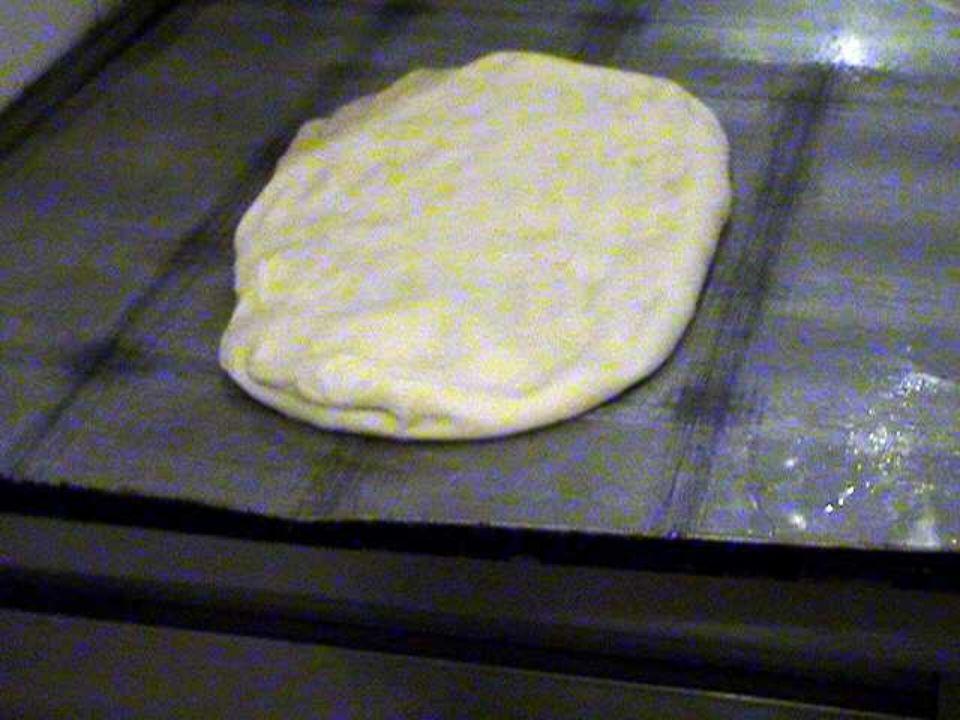 Intanto avevamo infornato la pizza, dopo una lunga e difficile stesura dell' impasto: