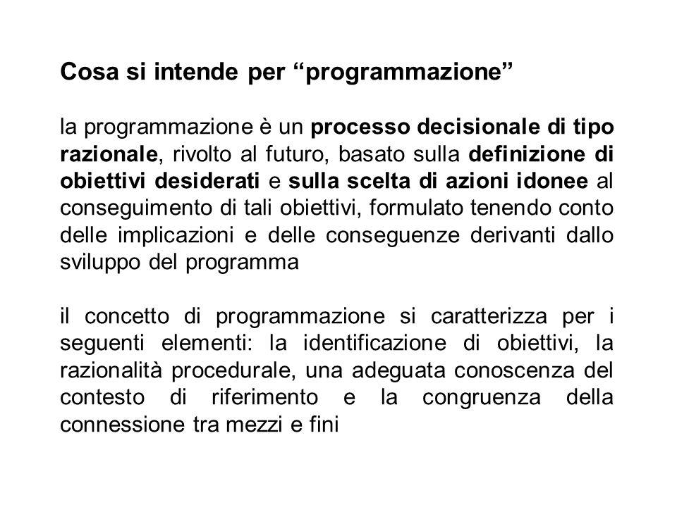 """Cosa si intende per """"programmazione"""" la programmazione è un processo decisionale di tipo razionale, rivolto al futuro, basato sulla definizione di obi"""
