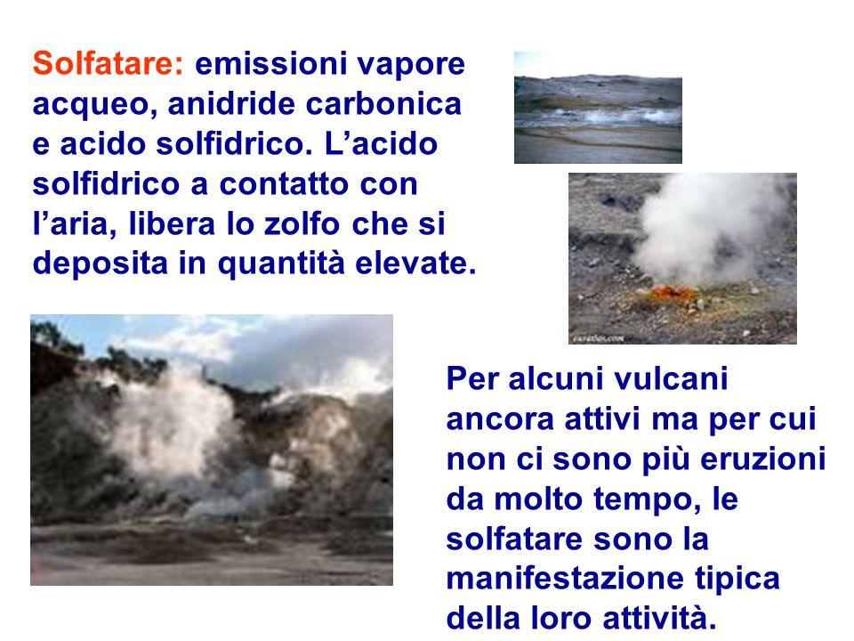 Solfatare: emissioni vapore acqueo, anidride carbonica e acido solfidrico. L'acido solfidrico a contatto con l'aria, libera lo zolfo che si deposita i