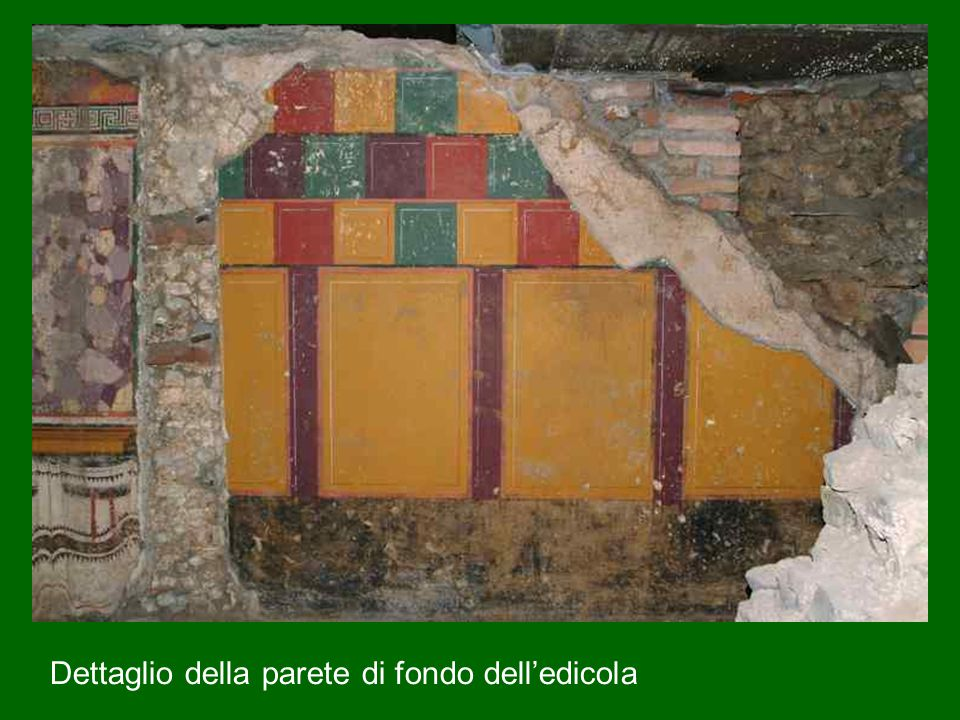 Dettaglio della parete di fondo dell'edicola