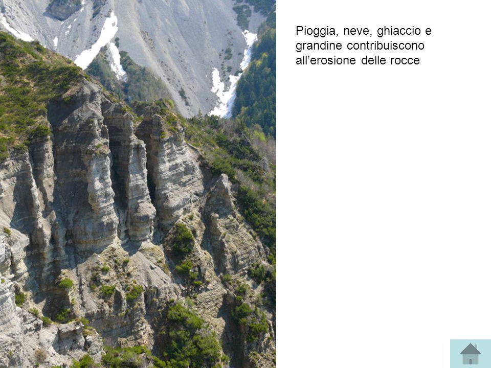 Pioggia, neve, ghiaccio e grandine contribuiscono all'erosione delle rocce