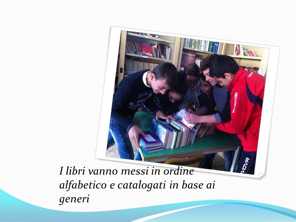 I libri vanno messi in ordine alfabetico e catalogati in base ai generi