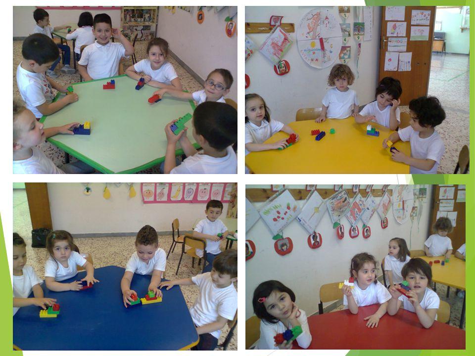 Formare piccoli gruppi eterogenei per costruire una «scala» con i libri della sezione.