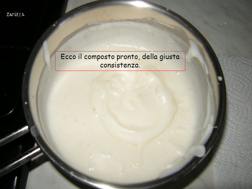 Il composto dovrà rassodare, fino a raggiungere la consistenza di una besciamella molto densa; mixare con un minipimer per amalgamare bene.