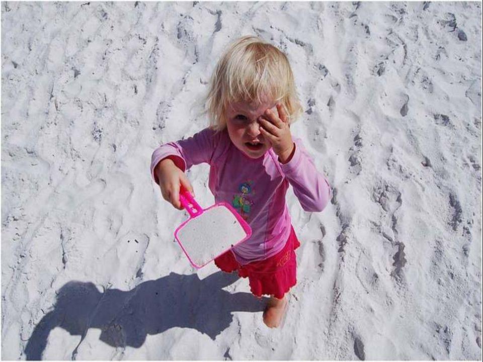 Scritta nel libro del Guiness dei primati come la spiaggia con la sabbia più bianca del mondo.