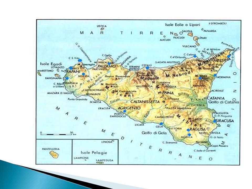  Noto dista 31 km da Siracusa ed è situata nella parte sud-ovest della provincia ai piedi dei monti Iblei.