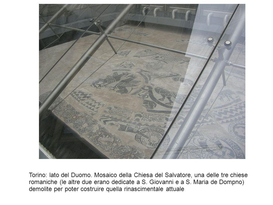 Torino: lato del Duomo. Mosaico della Chiesa del Salvatore, una delle tre chiese romaniche (le altre due erano dedicate a S. Giovanni e a S. Maria de