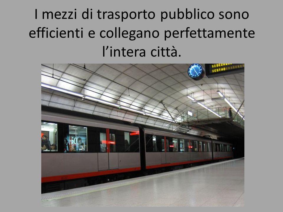 I mezzi di trasporto pubblico sono efficienti e collegano perfettamente l'intera città.