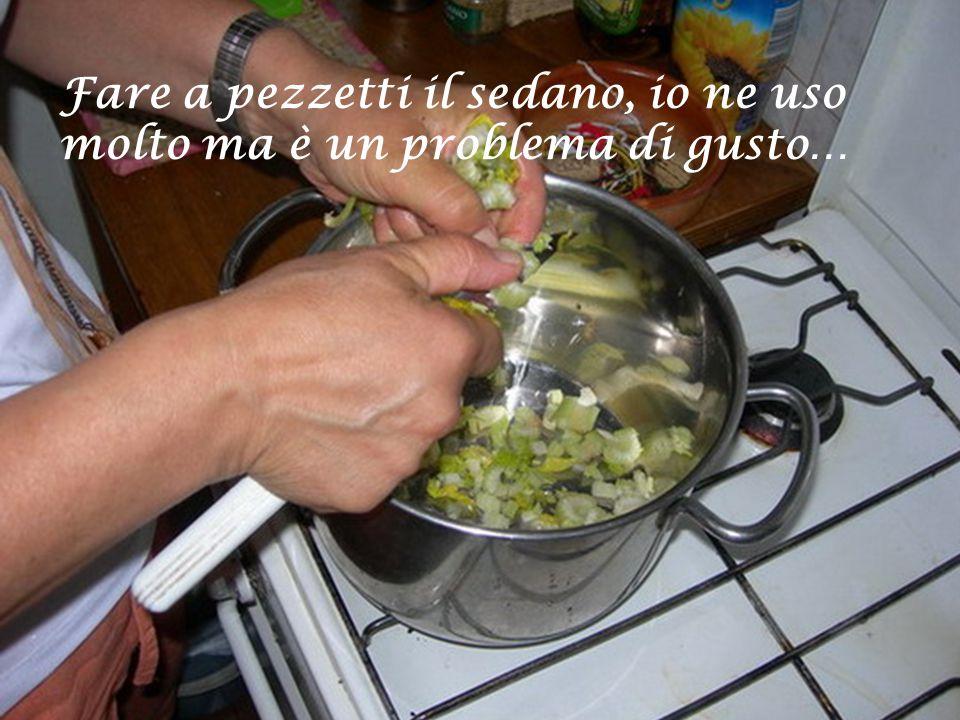 Pelare le patate e tagliarle a cubettoni…