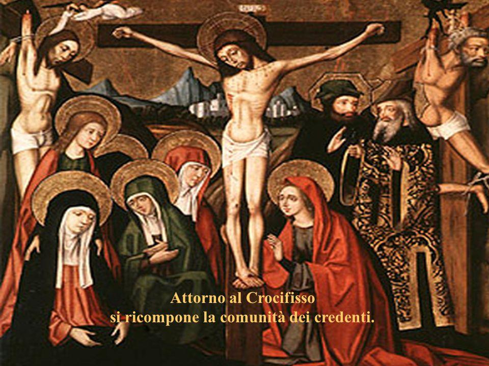Attorno al Crocifisso si ricompone la comunità dei credenti.