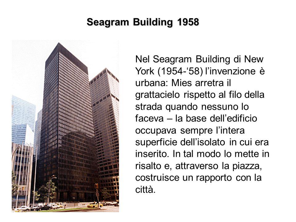 Seagram Building 1958 Nel Seagram Building di New York (1954-'58) l'invenzione è urbana: Mies arretra il grattacielo rispetto al filo della strada qua