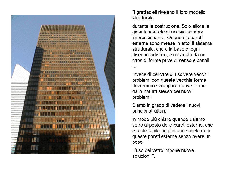 I grattacieli rivelano il loro modello strutturale durante la costruzione.