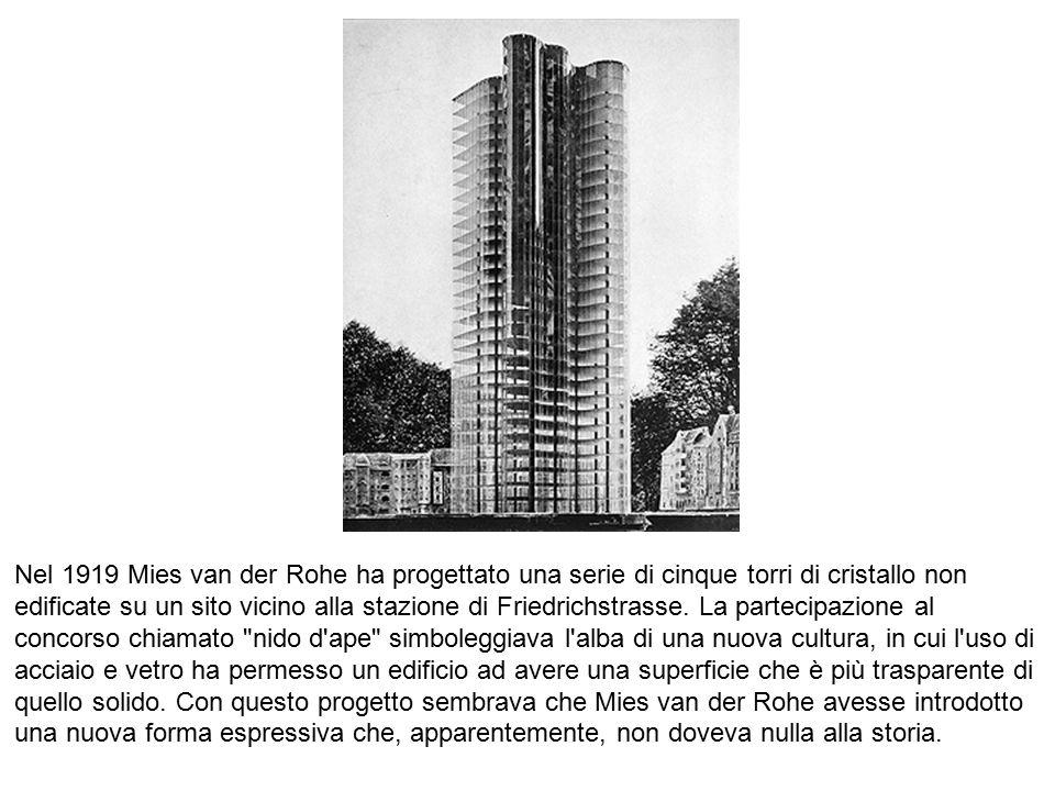 Nel 1919 Mies van der Rohe ha progettato una serie di cinque torri di cristallo non edificate su un sito vicino alla stazione di Friedrichstrasse. La