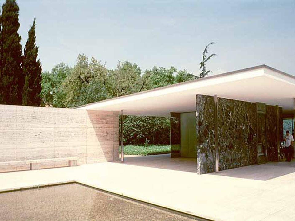 Mies voleva una completa regolarità nell aspetto dell edificio.