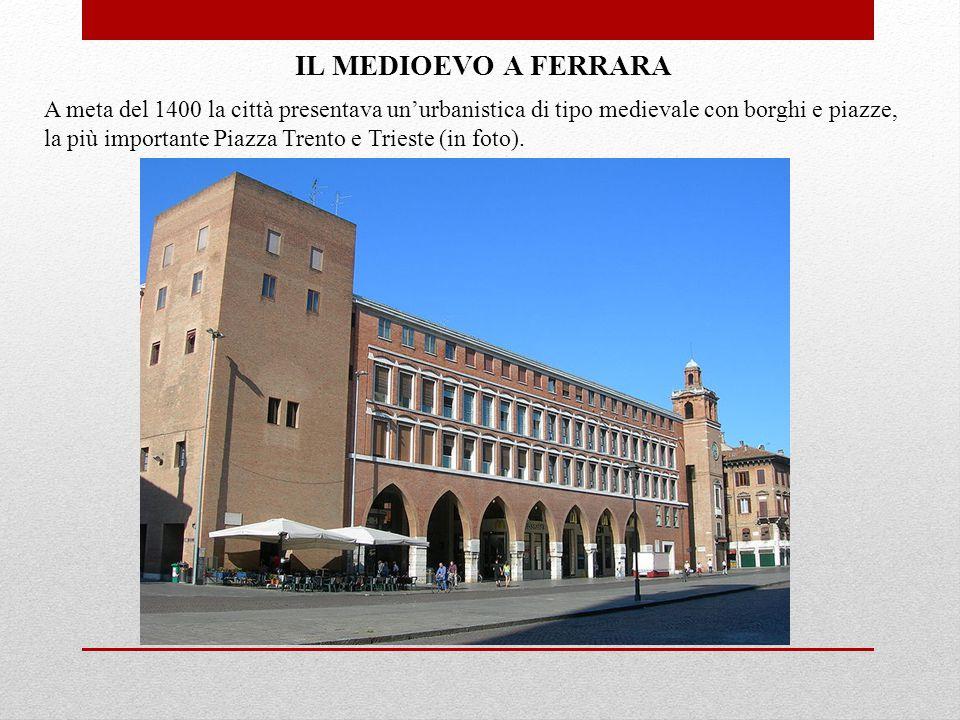 A meta del 1400 la città presentava un'urbanistica di tipo medievale con borghi e piazze, la più importante Piazza Trento e Trieste (in foto).