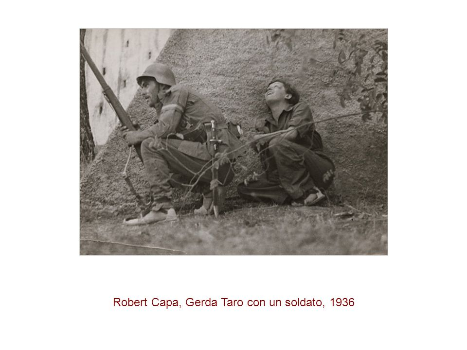 Robert Capa, Gerda Taro con un soldato, 1936