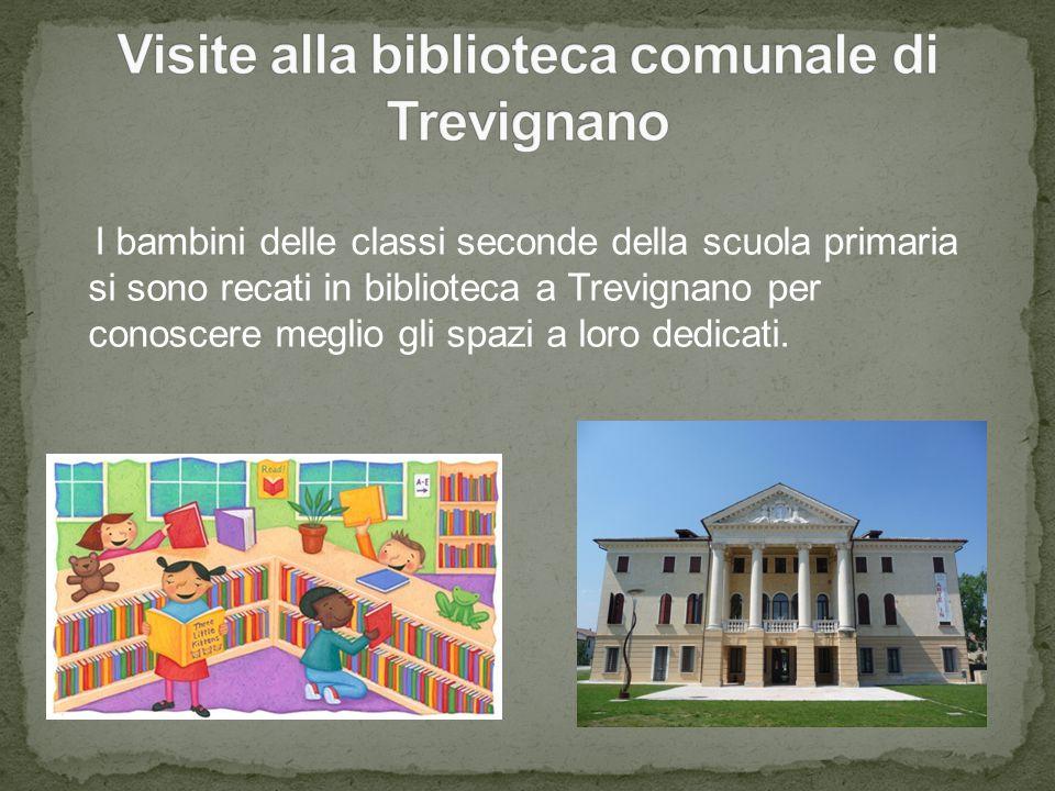 I bambini delle classi seconde della scuola primaria si sono recati in biblioteca a Trevignano per conoscere meglio gli spazi a loro dedicati.