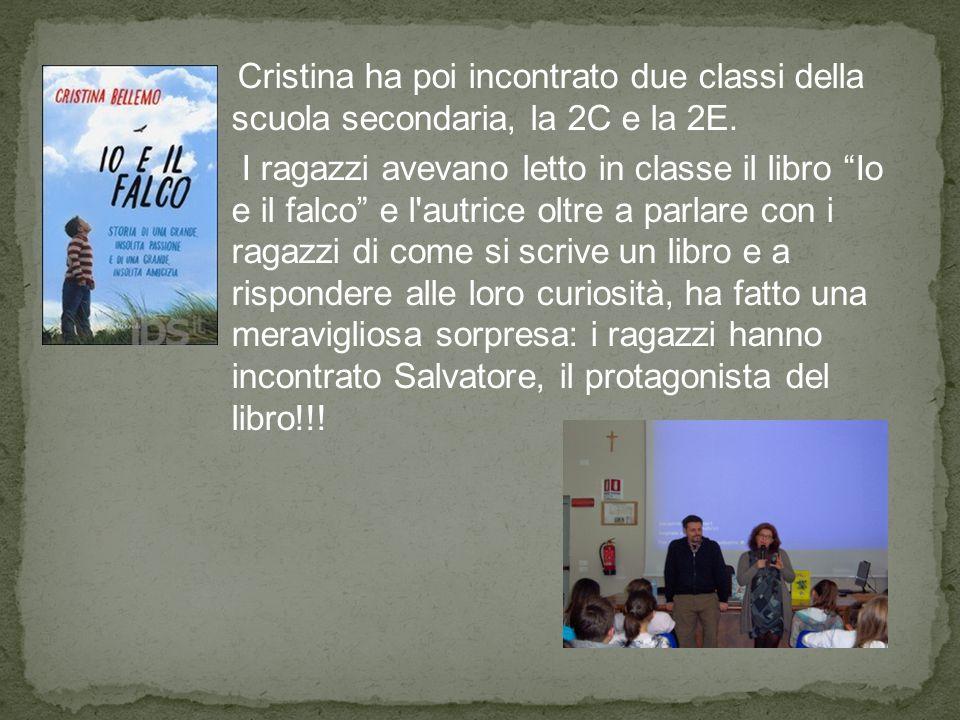 """Cristina ha poi incontrato due classi della scuola secondaria, la 2C e la 2E. I ragazzi avevano letto in classe il libro """"Io e il falco"""" e l'autrice o"""