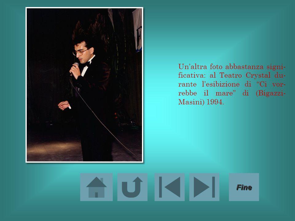 Un'altra foto abbastanza signi- ficativa: al Teatro Crystal du- rante l'esibizione di Ci vor- rebbe il mare di (Bigazzi- Masini) 1994.
